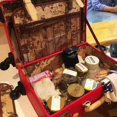鞄中身はコーヒー器材セット
