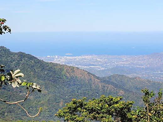 シエラ・ネバダ山からカリブ海を一望する